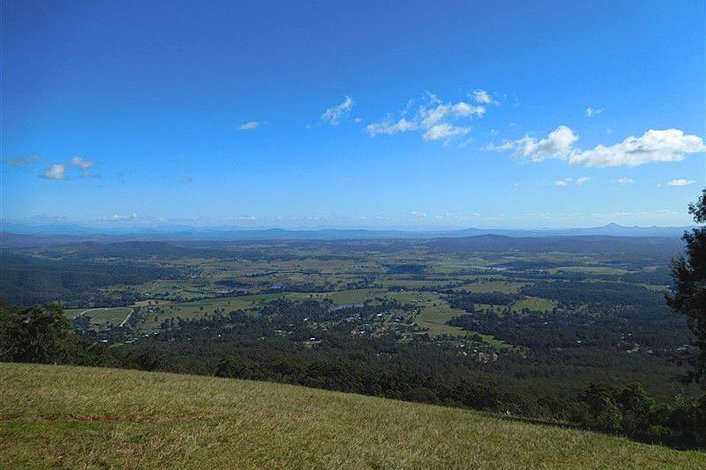 The view west from Mt Tamborine