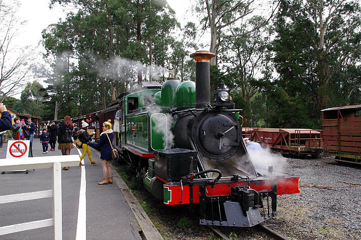 Puffing Billy at the station