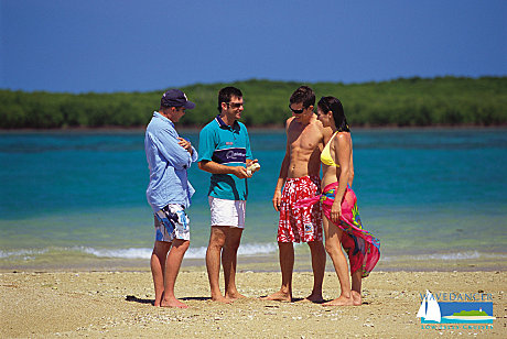 Marine biologist island walk is included in your day