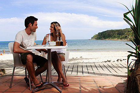 Dining at Noosa beach