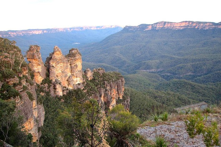 View the Three Sisters from Echo Point