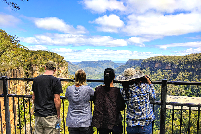 Easy hike to sweeping vistas of Fitzroy Falls and the Yarrunga Valley