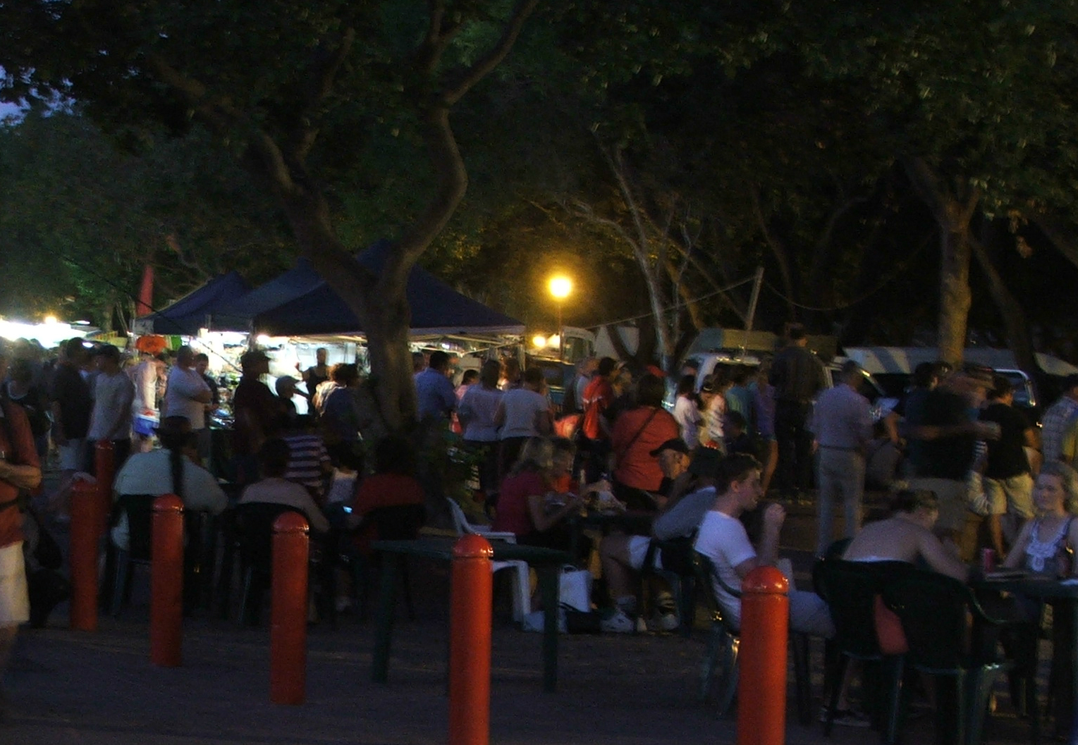 crowd at Mindil beach Sunset Markets